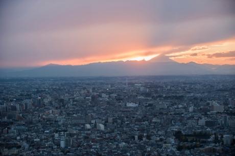 Vue de Tokyo prise depuis la Mairie, avec la silhouette du Mont Fuji
